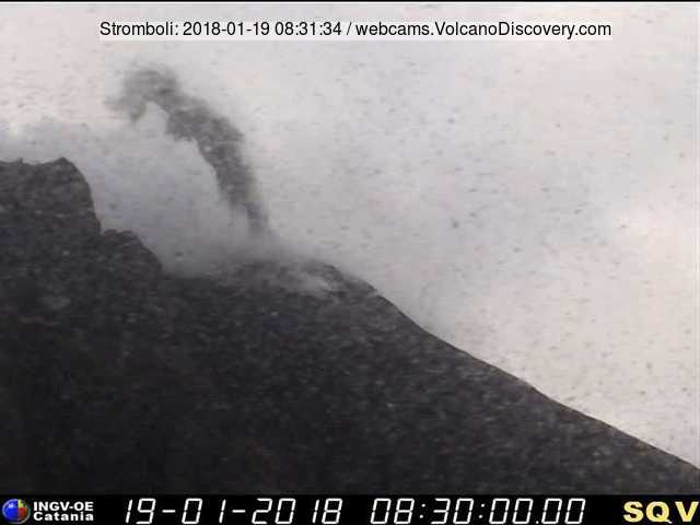 Small eruption at Stromboli this morning (image: INGV webcam from 400 m viewpoint)