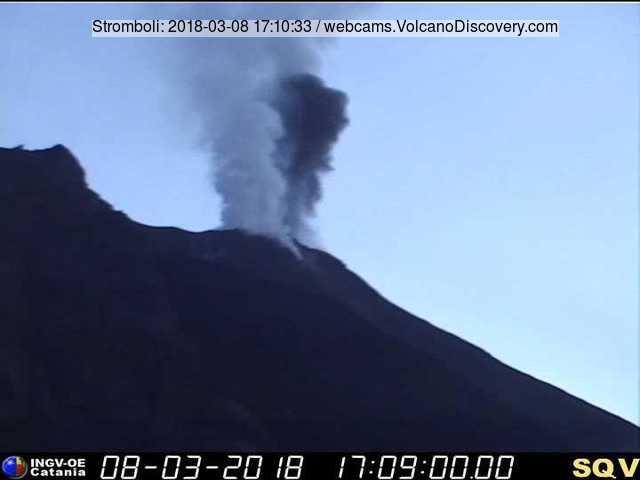 Typical strombolian explosion Thursday morning (image: INGV Catania webcam)