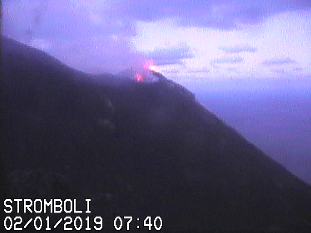 Spattering from the main NE vent today (image: Vulcano a Piedi webcam)