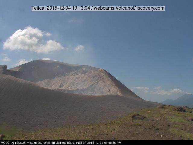 Telica volcano's crater in calm yesterday