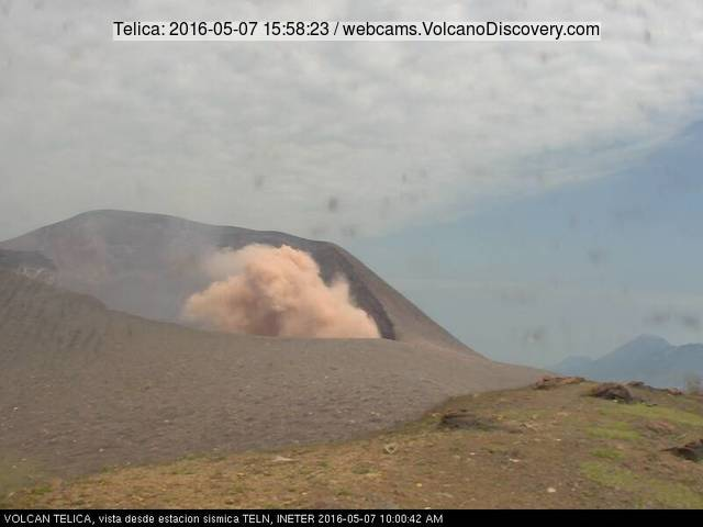 Ash emission from Telica on 7 May 2016