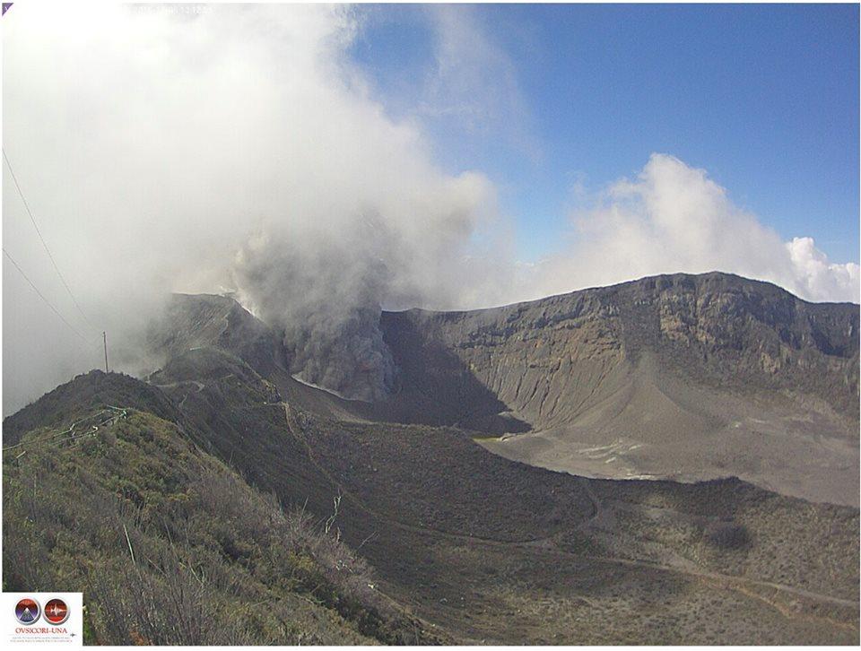 Ash emission from Turrialba yesterday (image: OVSICORI-UNA / facebook)