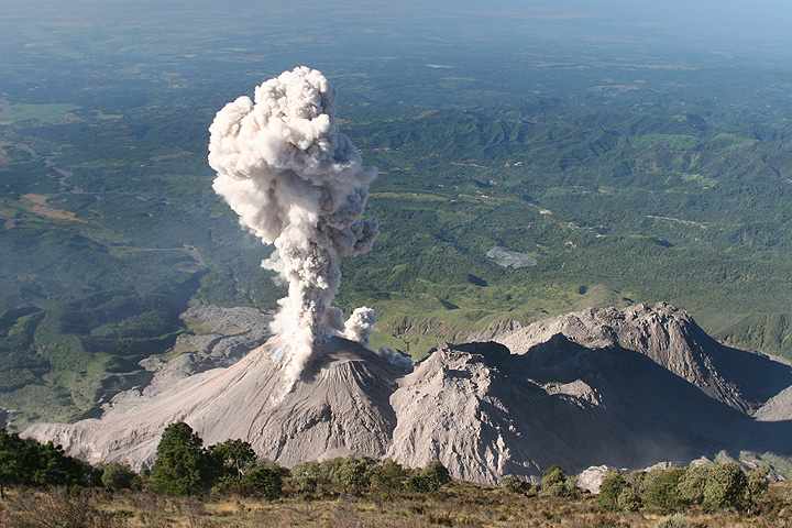 Volcano adventure tours travel VolcanoDiscovery