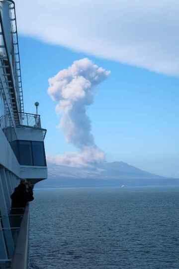 Severo-Kurilsk Volcano / Jim Pettitt (public domain)